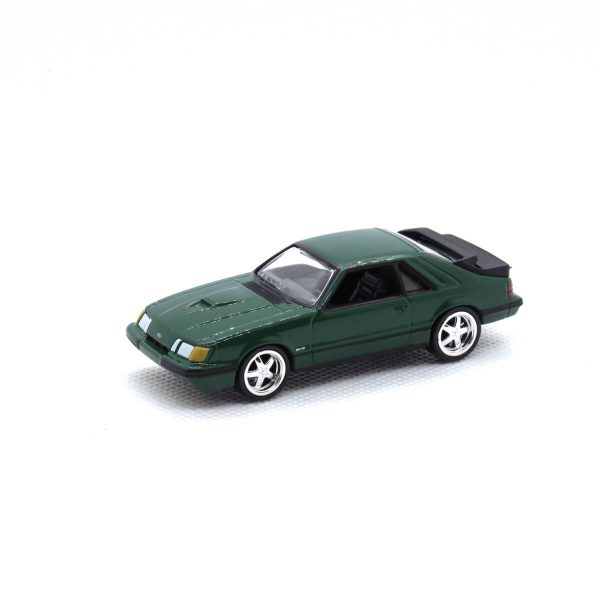 1985 Ford Mustang SVO kovový model Auto World – M 1:64 (AW64021-5A)