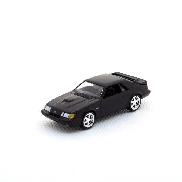 1985 Ford Mustang SVO kovový model Auto World – M 1:64 (AW64021-5B)