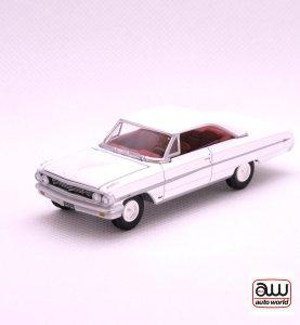 1964 Ford Galaxie 500 XLkovový model Auto World – M 1:64 (AW64042-5A)