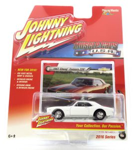 1967 Chevy Camaro Z28 kovový model Johnny Lightning – M 1:64 (JLMC002-8B)