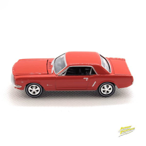 1965 Ford Mustang kovový model Johnny Lightning – M 1:64 (JLMC002-9D)