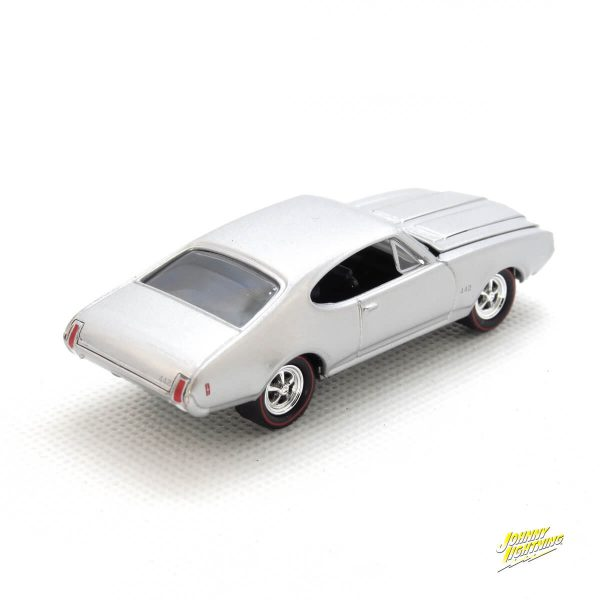 1969 Olds Cutlass 4-4-2 kovový model Johnny Lightning – M 1:64 (JLMC002-12D)